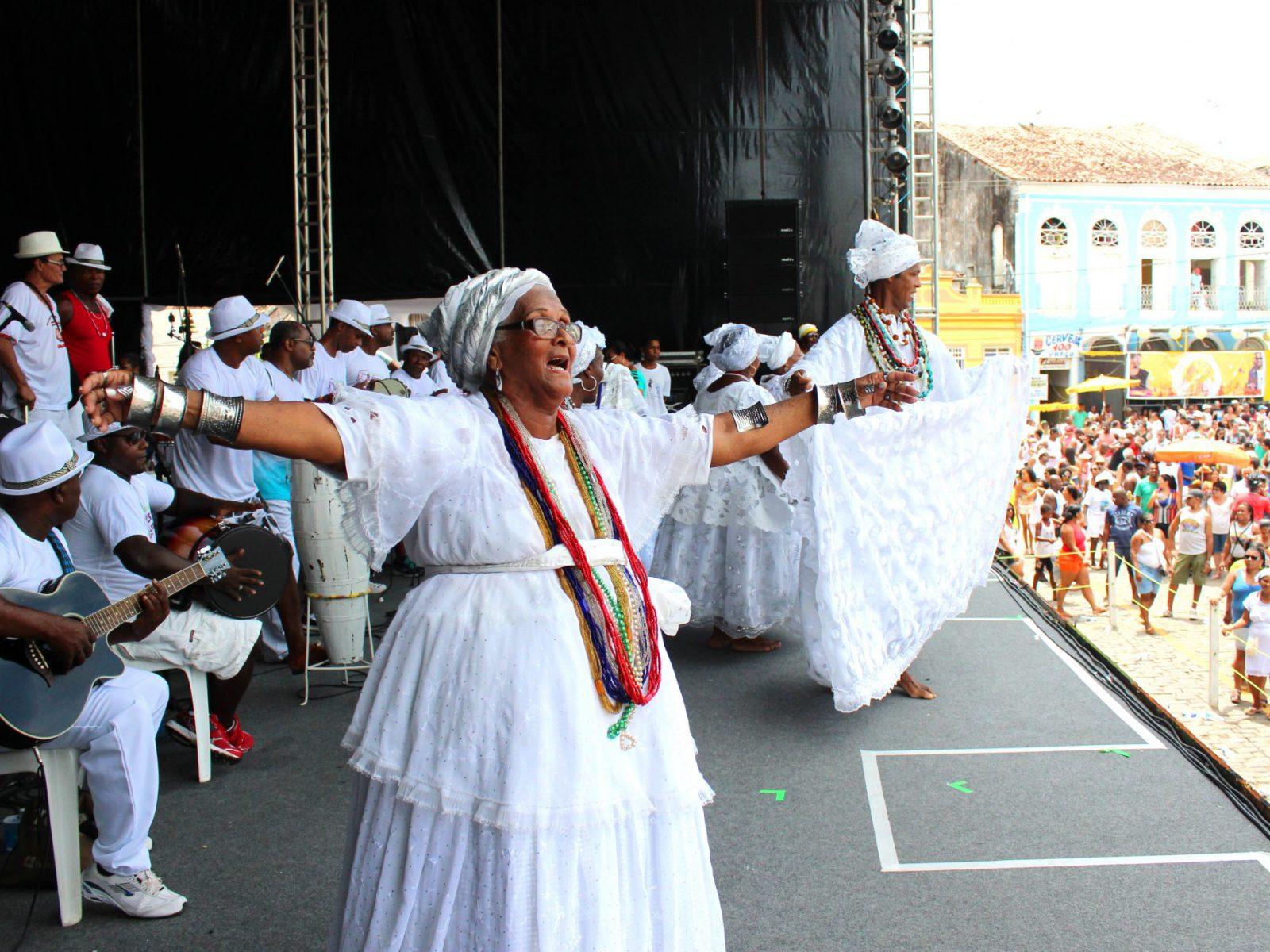 Nicinha do Samba e Raízes de Santo Amaro e Pai Gilson na Festa da Purificação. Santo Amaro-BA, Janeiro de 2015. ©Nina Graeff.