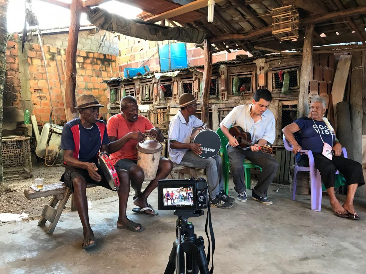Mestre Domingos Preto, seu Domingos, Mestre Ecinho, Mário Lamparelli, Nicinha do Samba. Santiago do Iguape, setembro de 2019. ©Nina Graeff